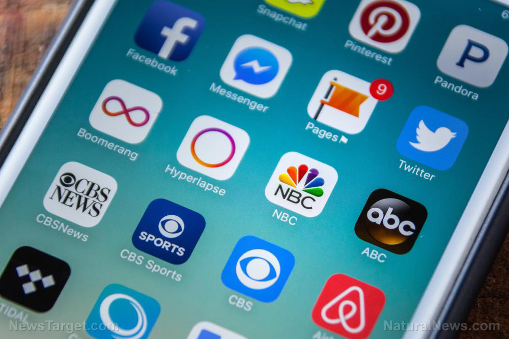 Apple licks the boots of communist China, pulls 25,000 apps the communists don't like
